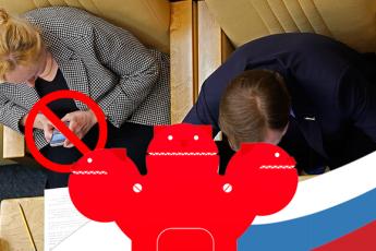 У РОССИЙСКИХ ДЕПУТАТОВ ЗАБЕРУТ МЕССЕНДЖЕРЫ